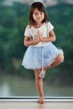 Stående av den skickliga lilla ballerina royaltyfri fotografi