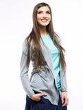 Stående av den tillfälliga ståenden för yong kvinna, leende, härlig modell Arkivbild