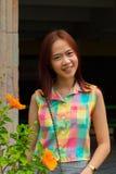 Stående av den tonåriga asiatiska kvinnan. royaltyfri fotografi