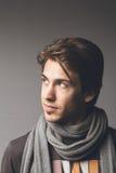 Trendig man i scarf Arkivfoto