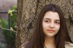 Stående av den trevliga tonårs- flickan Arkivbild