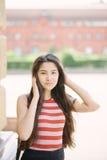 Stående av den unga asiatiska kvinnan Arkivfoto