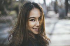 Stående av den unga asiatiska kvinnan Royaltyfria Foton