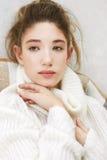 Stående av den unga härliga flickan Retro foto för mode royaltyfria foton