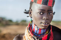 Stående av den unga hamerkvinnan, Etiopien, Omo dal Arkivfoto