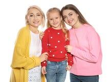Stående av den unga kvinnan, hennes dotter och den mogna modern royaltyfria bilder
