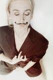 Stående av den unga kvinnan med den målade mustaschen fotografering för bildbyråer