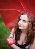 Stående av den unga kvinnan med paraplyet Arkivfoto