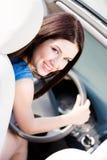 Stående av den unga kvinnliga chauffören royaltyfri fotografi