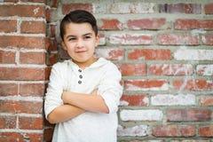 Stående av den unga latinamerikanska Caucasian pojken för blandat lopp royaltyfria bilder