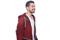 Stående av den unga latinska mannen med ryggsäcken royaltyfri foto