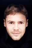 Stående av den unga mannen med bruna ögon Royaltyfri Foto