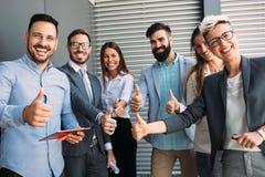 Stående av denkulturella affären Team In Office arkivfoto