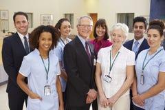 Stående av det medicinska laget för sjukhus royaltyfri foto