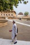 Stående av en åldrig indisk muslimman Royaltyfri Bild
