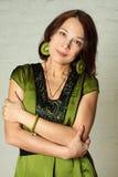 Stående av en åldrig kvinna för gladlynt en mitt Royaltyfri Foto