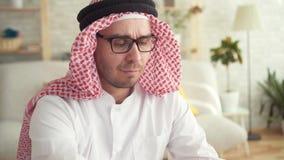 Stående av en arabisk manaffärsman på arbete lager videofilmer