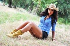 Stående av en attraktiv ung kvinna Arkivfoton