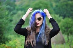 Stående av en attraktiv ung kvinna Arkivfoto