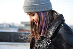 Stående av en attraktiv ung kvinna Royaltyfria Bilder