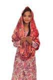 Stående av en be malaykvinna med kebaya på vit bakgrund Arkivfoton