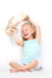 Stående av en behandla som ett barn som ler Arkivfoton