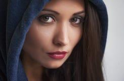 Stående av en brunett med bruna ögon Royaltyfria Foton