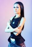 Stående av en brunett med kontrastbelysning Royaltyfria Bilder