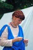 Stående av en brunettkvinna i historisk dräkt Fotografering för Bildbyråer
