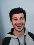 Stående av en cheerfull som ler den unga mannen Royaltyfria Foton