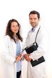 Stående av en doktor med hans sjuksköterska Fotografering för Bildbyråer