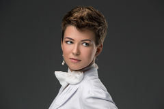 Stående av en elegant barndoktor i en vit Royaltyfria Foton