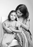 Stående av en farmor med hennes sondotter royaltyfri bild