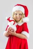 Stående av en flicka i en röd juldräkt fotografering för bildbyråer