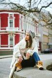 Stående av en flicka i staden Royaltyfri Fotografi