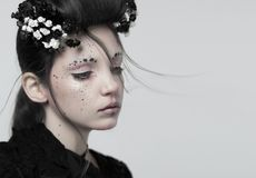 Stående av en flicka, idérik makeup fotografering för bildbyråer