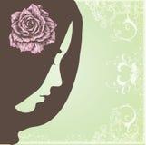 Stående av en flicka med blomman Arkivbild