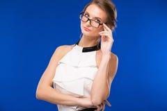 Stående av en flicka med exponeringsglas fotografering för bildbyråer