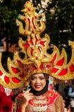 Stående av en flicka med fantasidräkten på västra Java Folk Arts Festival arkivbilder