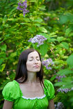Stående av en flicka med lila blommor Royaltyfria Foton