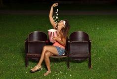 Stående av en flicka med popcorn Fotografering för Bildbyråer