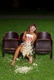 Stående av en flicka med popcorn Arkivbild