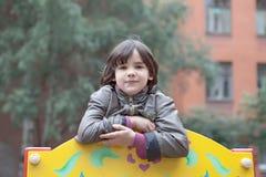 Stående av en flicka på lekplatsen Royaltyfri Fotografi