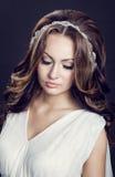Stående av en flicka på svart bakgrund Royaltyfri Fotografi