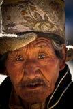 Stående av en gamal man från Tibet Arkivfoton