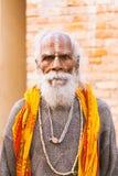 Stående av en gammal indier Sadhu Arkivbilder