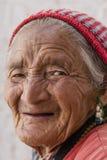 Stående av en gammal tibetan kvinna Royaltyfria Foton