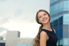 Stående av en glad och lycklig affärskvinna Fotografering för Bildbyråer