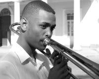 Stående av en gullig ung musiker arkivfoton