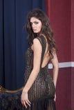 Stående av en härlig attraktiv flicka royaltyfri bild